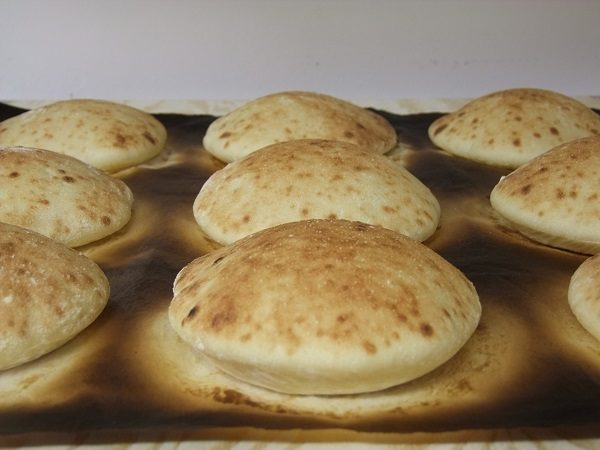 fresh-baked-pita-bread-home-made (3)
